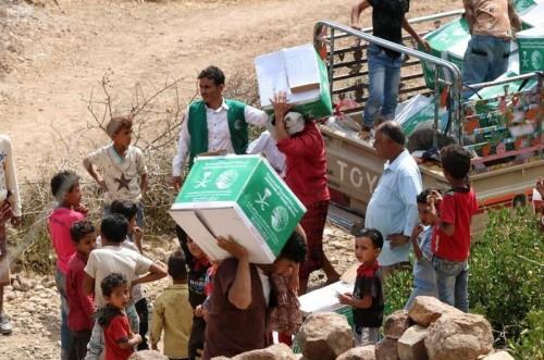 مركز الملك سلمان يواصل توزيع السلال الغذائية بلحج