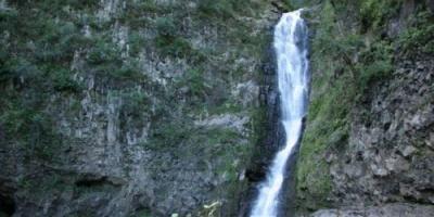 """لقطة تبرز جمال الطبيعة الأخاذ لشلال """"هيلاوي"""""""