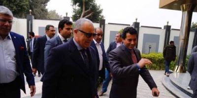 وزير الرياضة المصري يناقش ترتيبات كأس الأمم الإفريقية
