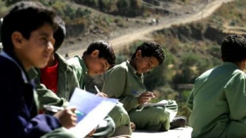 خبير: الحوثيون يسعون لتدمير التعليم باليمن