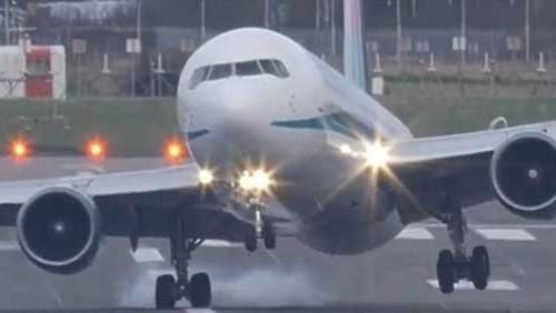 القوات الجوية الاندونيسية تجبر طائرة للهبوط: غير قانونية