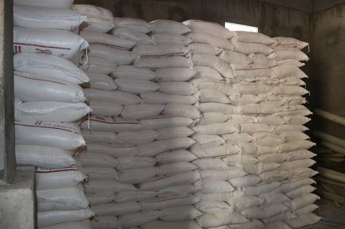 مقدمة من الصليب الأحمر.. الحوثي ينهب 42 ألف سلة غذائية لأهالي زبيد