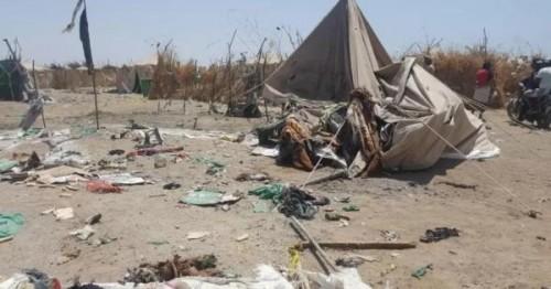 قصف حوثي لمخيم النازحين وإصابة 4 أطفال واختطاف عشرات الآباء في الحديدة