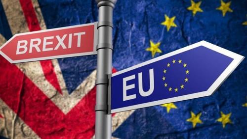 """رئيس المفوضية الأوروبية يدعو لحل إيجابي بعد رفض اتفاق """"بريكست"""""""