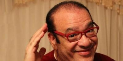 """""""في انتظار الشمس"""".. شاهد سخرية صلاح عبد الله من برودة الطقس"""