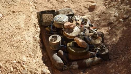 تفجير مخلفات الحرب والألغام الحوثية بأبين (صور)