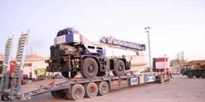 وصول رافعة بقدرة 30 طن من السعودية إلى ميناء نشطون