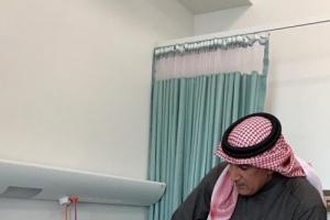 الرميثي يزور حارس المنتخب اليمني في أحد مستشفيات أبوظبي
