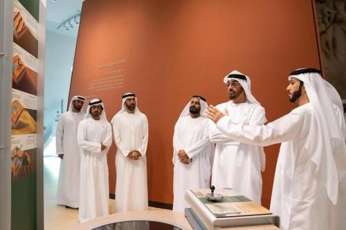 ولي عهد أبوظبي يزور مركز الشيخ زايد لعلوم الصحراء