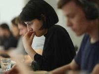 دراسة علمية : النساء أكثر تحملًا للآلام عن الرجال