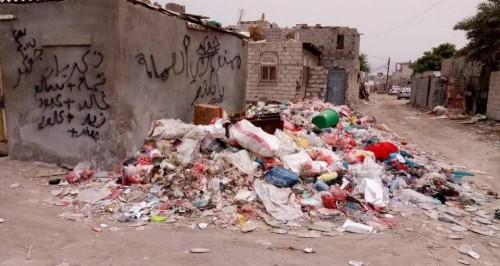 أهالي عدن يراهنون على حملة إماراتية لإنهاء أزمة القمامة