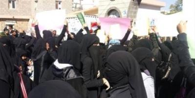 لإجبارهم على الصمت.. مليشيا الحوثي تهدد أقارب المعتقلات في صنعاء بفضائح أخلاقية