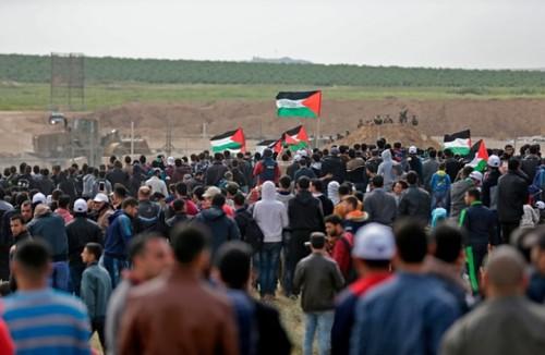 قوات الاحتلال تُطلق النار على مسيرات بغزة