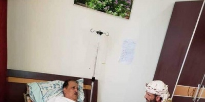 أبو اليمامة يطمئن على صحة اللواء صالح علي حسن بعد هجوم العند (صورة)