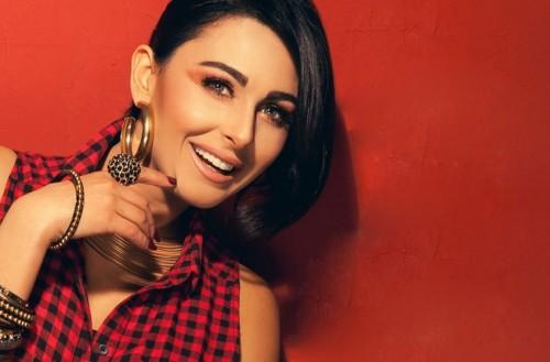 ميس حمدان تشارك جمهورها بمقطع دروس رقص الصالصا (فيديو)