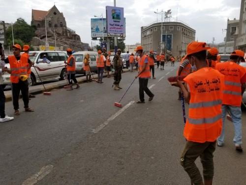 استمرار حملة رفع مخلفات البناء والقمامة من شوارع عدن