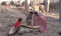 الطهي أو القتل.. عنجهية مليشيات الحوثي تدفع مواطني الحديدة للنزوح (فيديو)