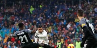 ريال مدريد يفوز على إشبيلية 2-0 في الدوري الإسباني