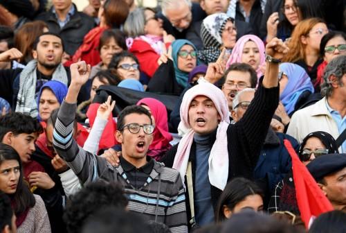 أزمة بين النقابة والوزارة.. طلاب تونس يخرجون عن صمتهم بتظاهرات غاضبة