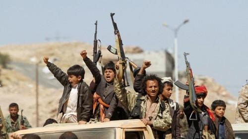 مليشيات الحوثي تستهدف شاحنة للنازحين تقلهم من التحيتا باتجاه الخوخة