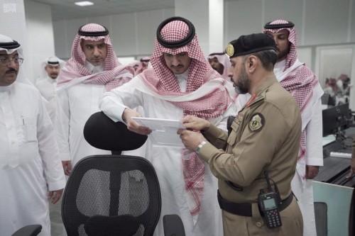 نائب أمير منطقة مكة المكرمة يزور غرفة عمليات أمن المسجد الحرام