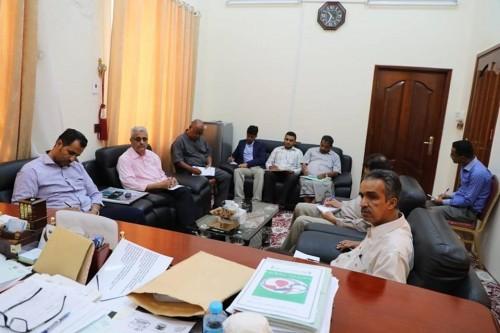 محافظ حضرموت يشدد على ضرورة الالتزام بالمواصفات في تنفيذ المشاريع