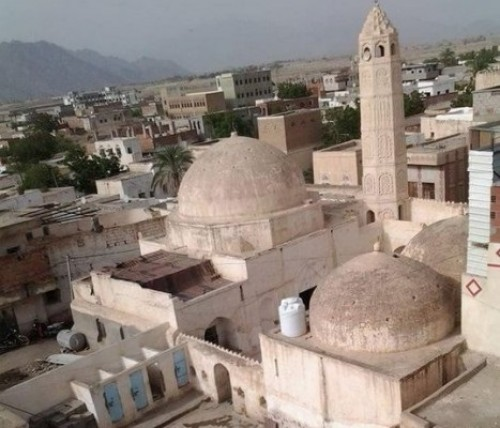 مليشيات الحوثي تواصل قصفها على منازل المواطنين في حيس