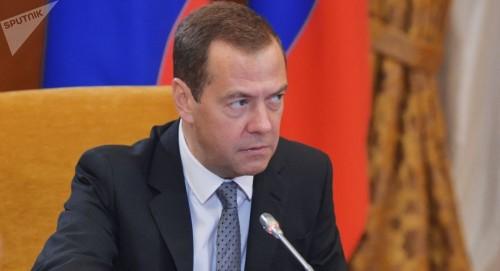 """""""دميتري"""" يعقد اجتماعًا لتطوير أنشطة وكالة الفضاء الروسية"""