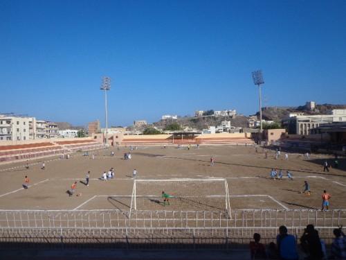 استئناف العمل بمشروع أقدم ملاعب كرة القدم في عدن