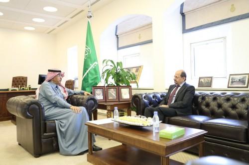 مباحثات «يمنية - سعودية» لتعزيز التعاون بين الدول المشاطئة للبحر الأحمر