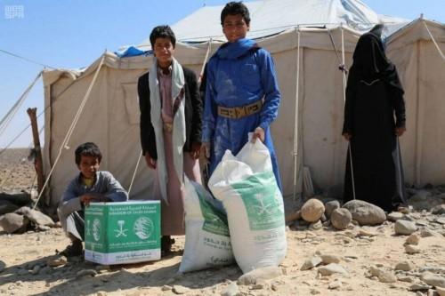 150 سلة غذائية للنازحين من صنعاء إلى محافظة مأرب