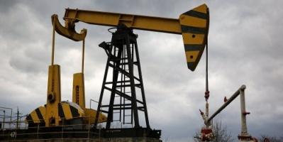 النفط يرتفع 1% وسط احتمالات بتعطل صادرات فنزويلا