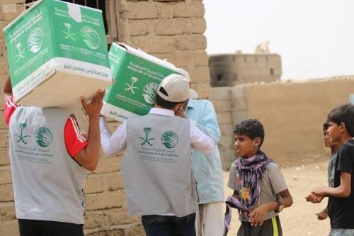 مساعدات غذائية من مركز الملك سلمان لـ حضرموت وحجة