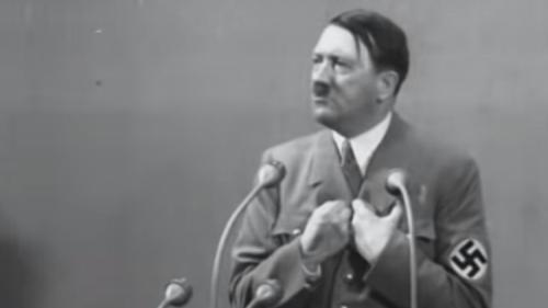 """مزاد علني في برلين لبيع لوحات الزعيم النازي """"هتلر"""""""