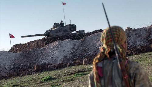 سكان بلدة عراقية يهاجمون معسكرًا للقوات التركية