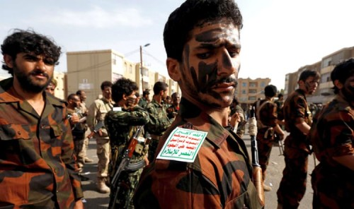 صحافي يكشف تفاصيل قصف الحوثي لمطاحن البحر الأحمر بالحديدة