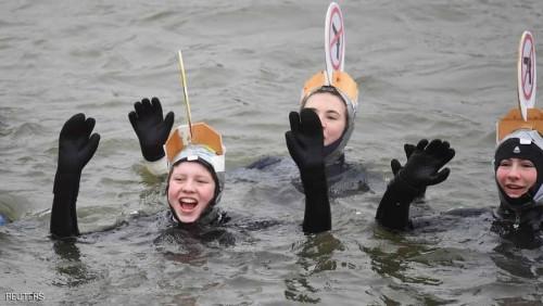 2000 سباح يشاركون في سباق نهر الدانوب المتجمد