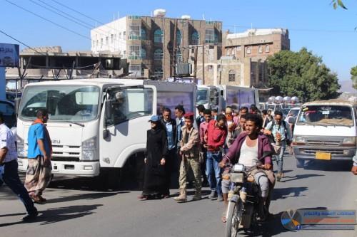 محافظة تعز تتوعد المقصرين في مشروع النظافة بإجراءات عقابية