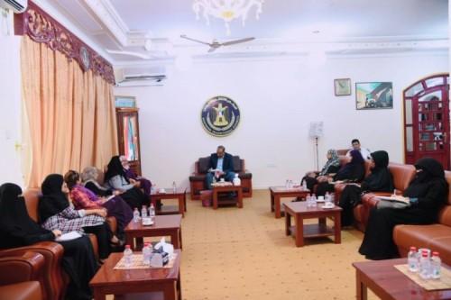الزُبيدي يلتقي ممثلات عن مجموعة جنوبيات من أجل السلام