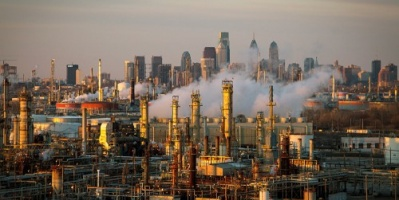 النفط يهبط 3 % لزيادة الإنتاج الأمريكي