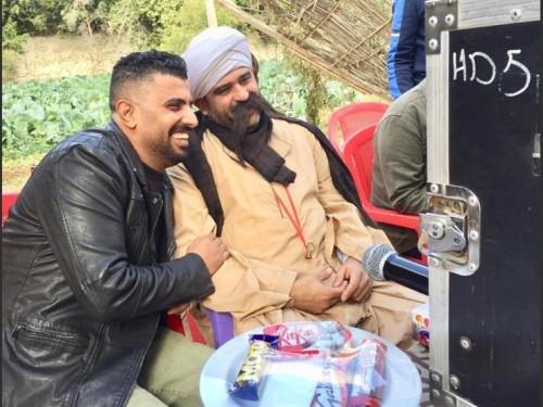 أكرم حسني يشكر المخرج محمد سامي لهذا السبب