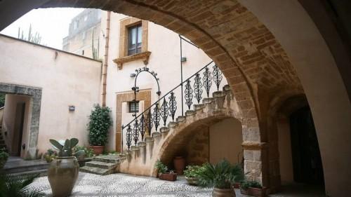 قرية إيطالية تعرض منازلها للبيع بيورو