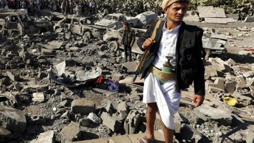 مليشيات الحوثي تسرق المساعدات الإنسانية باليمن (انفوجراف)