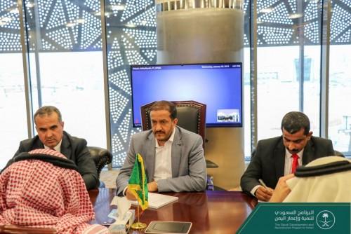 آل جابر يبحث الاحتياجات الزراعية لمحافظات اليمن