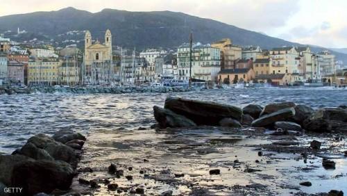 قتيل و6 مصابين بينهم شرطي باطلاق نار في جزيرة فرنسية