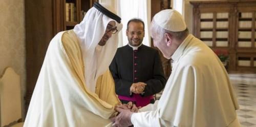 """لقاء الأخوة الإنسانية.. بن زايد يرحب بـ """" البابا فرنسيس """""""