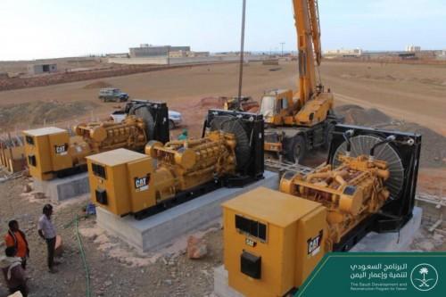 وصول ٥ مولدات كهربائية لمحافظة سقطرى قادمة من عدن