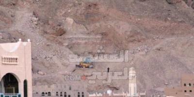 الصخور والبناء في مجاري السيول.. خطران يهددان حياة الأهالي بسيئون (خاص)
