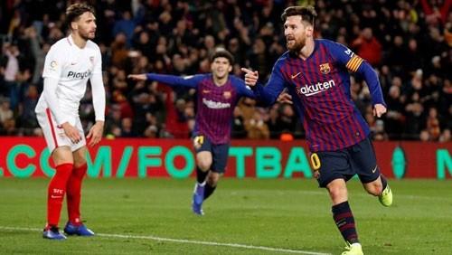 فوز برشلونة على إشبيلية يتصدر عناوين الصحف الإسبانية