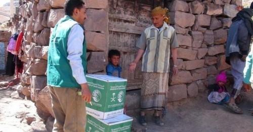 الملك سلمان للإغاثة يوزع 658 سلة غذائية على النازحين بالضالع.. (صور)